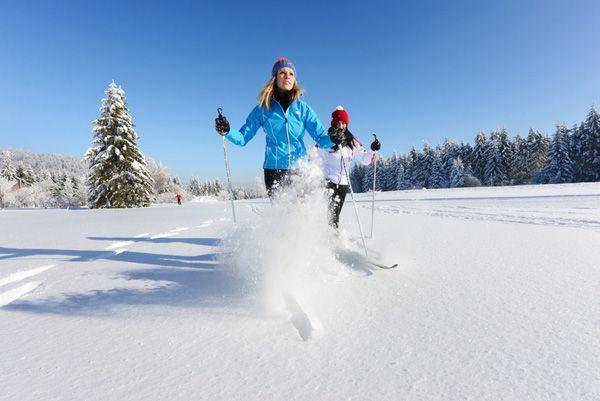 Das #Mühlviertel beim #Langlaufen durch den #Winterwald entdecken. Weitere Informationen zu #Langlaufurlaub im Mühlviertel in #Österreich unter www.muehlviertel.at/langlaufen - ©Oberösterreich Tourismus/Röbl
