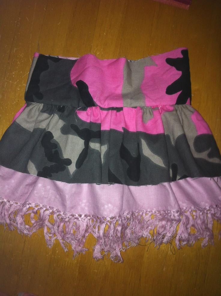Kjol gjord från en tut hittad på pinterest Ruffle skirt made from this site; http://grandrevivaldesign.typepad.com/grand_revival_design/2007/10/ruffled-skirt-t.html