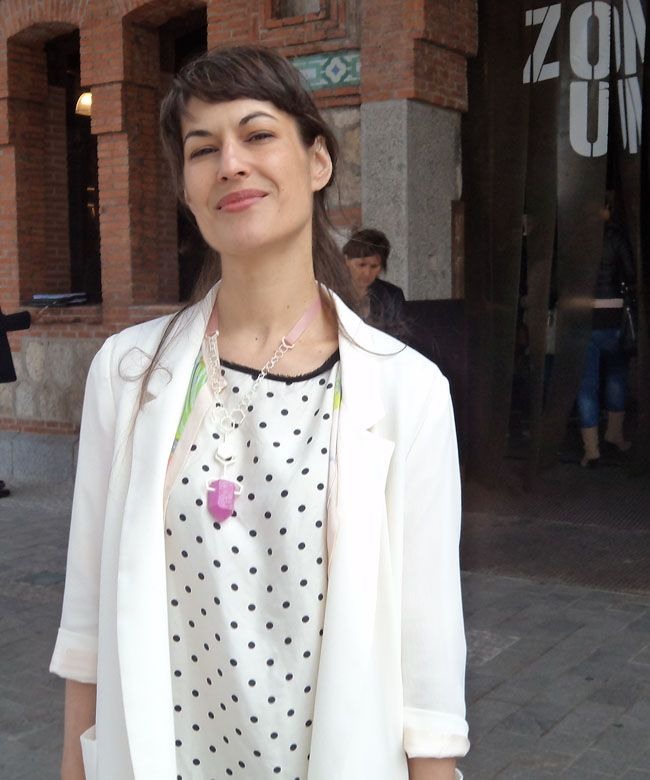 Conoce a Elena Corchero, la diseñadora de moda 'geek' que se rifan las marcas extranjeras - Hoja de Router.