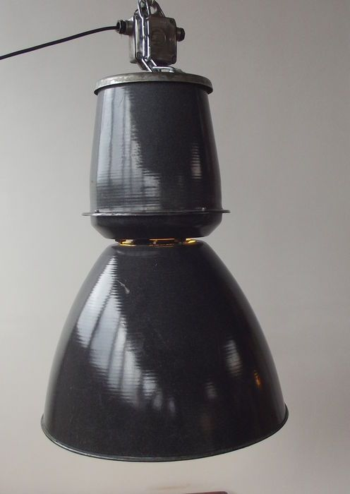 Online veilinghuis Catawiki: Hele grote zwarte metalen industriële lamp - midden 20e eeuw