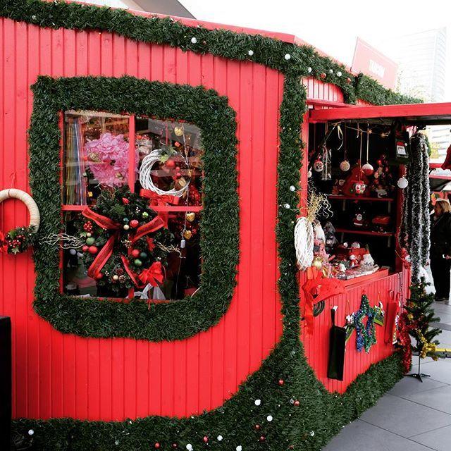 Blogda yılbaşı serisinin ilk yazısı olan yılbaşı pazarları ve hediye alışverişi durakları var   Şehir çok güzel bir havaya büründü bu aralar. Kırmızıyı, yeşili, sahlep kokusunu ve ışıklandırmaların büyüsünü doya doya yaşayacağımız bir Aralık ayı ve yılbaşı olsun!  #sevgilibeyazkagit #sehirhayati #istanbul #yeniyıl #yılbaşı #aralık #noel #christmas #citygazing #newyear #christmasmarket #christmastime #jinglebells #holidayseason #alışveriş #hediye #hediyefikirleri #blogger #lifestyleblogger