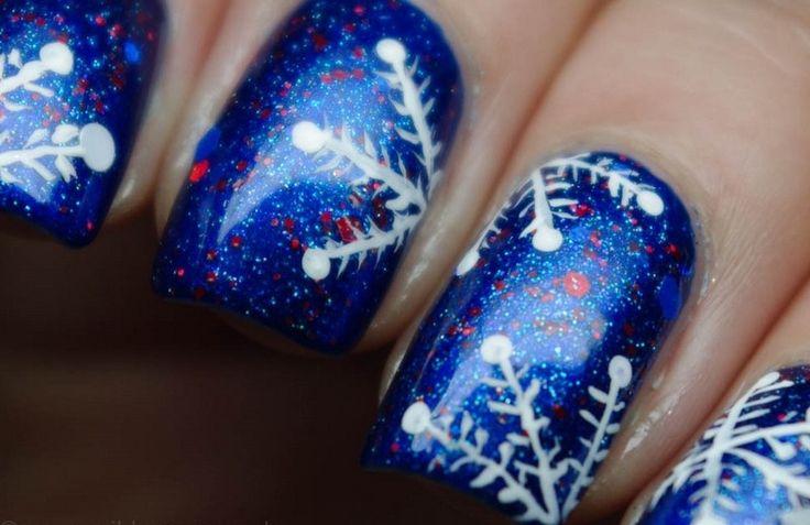 nail art Noël simple et rapide: flocons sur fond bleu avec paillettes rouges