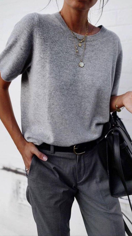 Lauren Willst du den Pullover, den Gürtel und die Halskette