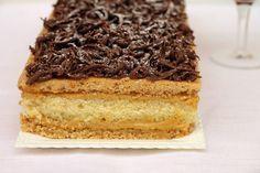 La torta pazientina è un dolce di origine padovana. E' formato da due strati di pasta bresciana, uno strato di pan di spagna aromatiz...