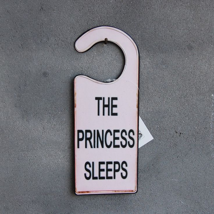 Landelijke deurhanger 'The princess sleeps'. Gaaf voor een meisjes slaapkamer. Baby/girls room