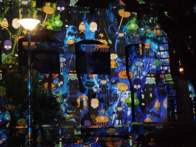 Szellem party - Night Projection fényfestés  További információ: https://www.facebook.com/events/1189754461039182/  #Halloween #HolNemVolt #HolNemVoltPark #NightProjection #fényfestés #raypainting #visuals