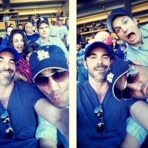 Ashton Kutcher et Mila Kunis ont beaucoup TROP de fun à la game de baseball des Dodgers