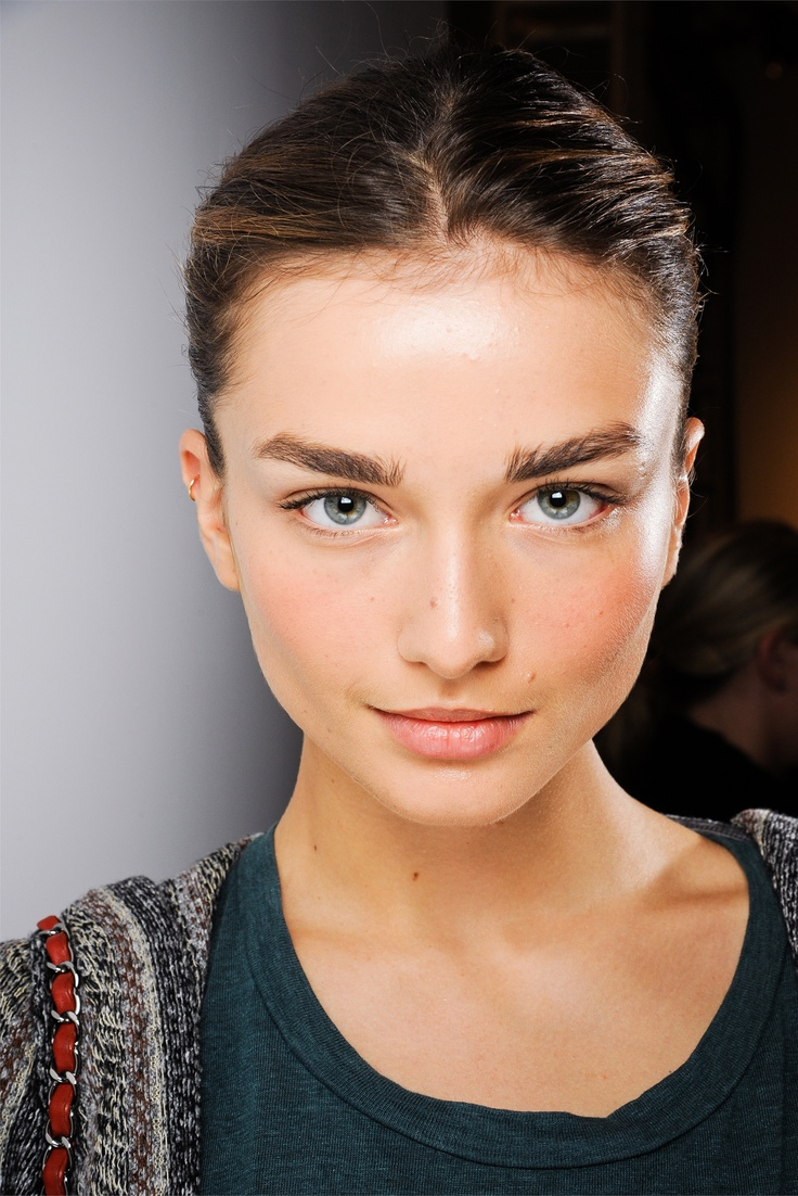 Andreea Diaconu. | Models | Thick brows, Straight eyebrows ...