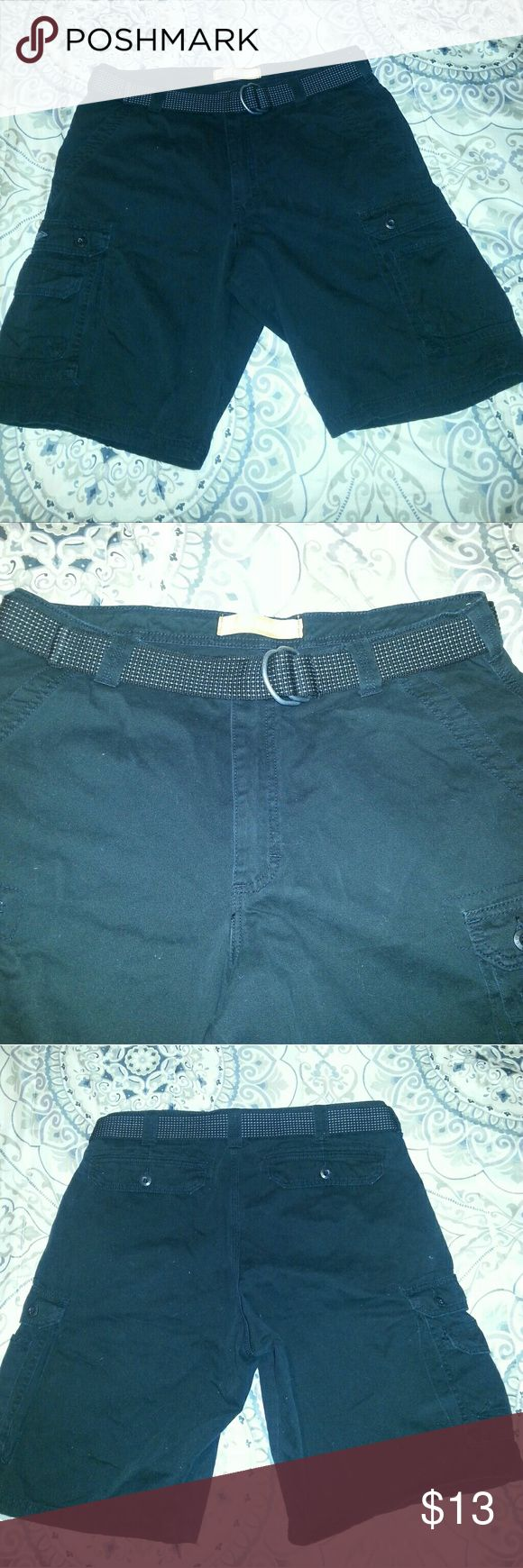Men's Lee Dungaree shorts Men's black Lee cargo shorts size 36, only used once and in perfect condition! Lee Shorts Cargo
