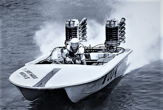 Racing Catamaran w/ Twin Merc's