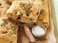 Brot nach toskanischer Art mit Tomaten und Oliven - smarter - Zeit: 30 Min. | eatsmarter.de