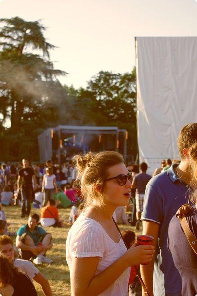 C'est bien connu l'été est la saison des festivals, l'occasion de profiter du beau temps en musique et entre amis. Cette année j'ai fait pour la première fois le Festival de la Nuit de l'Erdre qui a lieu tous les ans à Nort-Sur-Erdre, une petite commune au Nord de Nantes. C'est un festival que je voulais faire il y a déjà un petit moment, mais là cette année j'étais juste obliger d'y aller au vu de la programmation de ouf que nous avait concocté l'association du festival. Au programme: Naive…