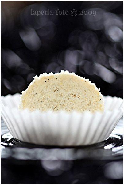 Это печенье я уже делала вот ЗДЕСЬ , только с какао. И в первом комментарии Ирина-chadeyka написала, что любит обваливать горячие в просто ванильной пудре... ну, мне же…