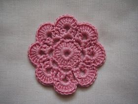 Virkatun kukan ohjetta on toivottu ja tässä se tulee :o) Olen käyttänyt tätä kukkamalliamm. kukkanauhassa ja tyynyssä .  ...