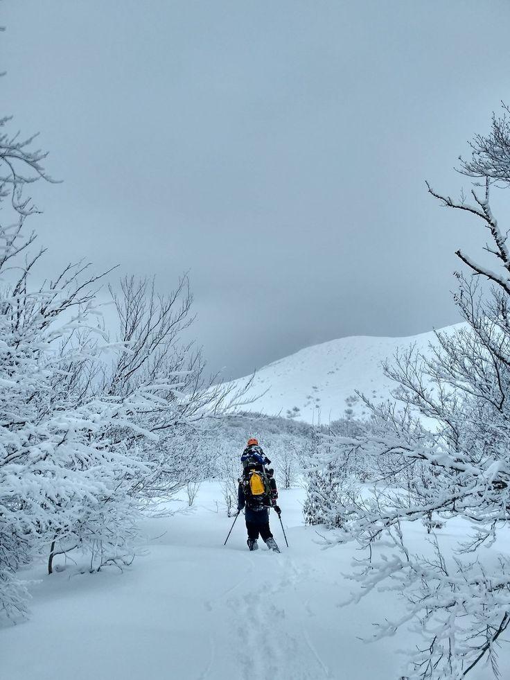 Зимние походы всегда самые волшебные. Они сложнее, холоднее, опаснее. Но только так и проходится путь в сказку.  С уважением к приключениям, команда hikeup.net