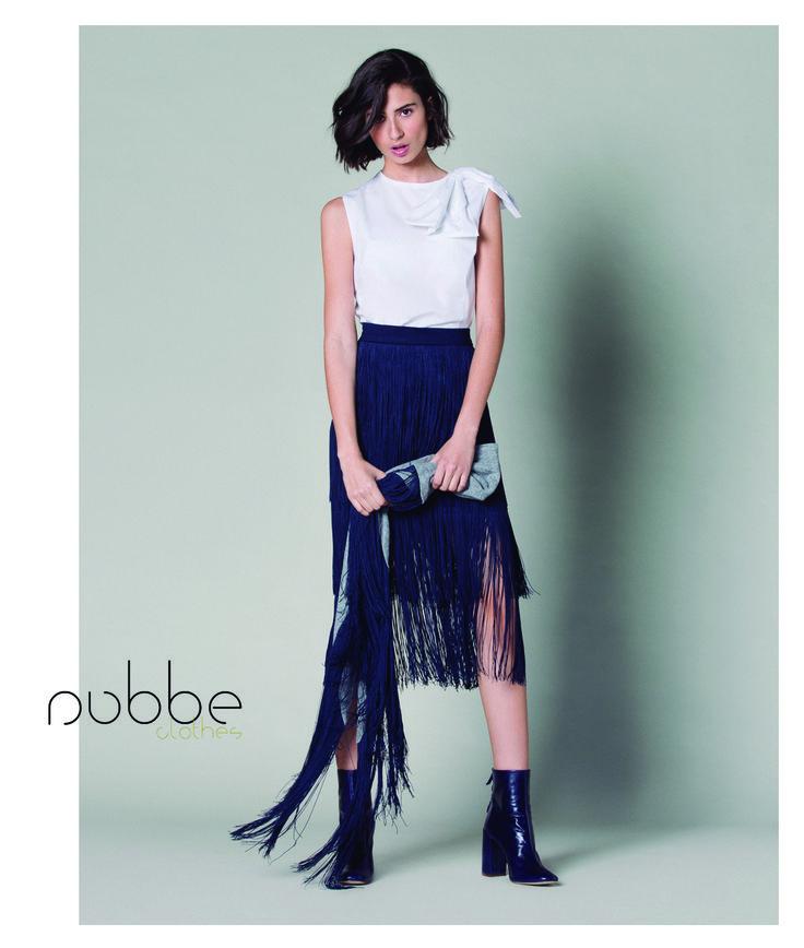Esta falda de flecos en azul marino es una de nuestras piezas clave de la temporada. Es elegante, femenina y chic... ¡estilo 100% Nubbe Clothes!