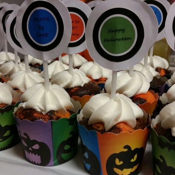 Halloween cupcakes with paper topper