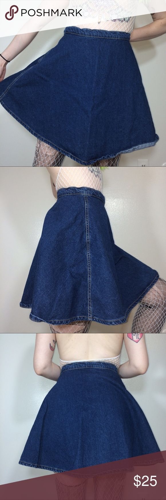 "American Apparel Jeans Denim Skirt American Apparel Jeans Denim Skirt. Tagged XL. Made in USA 🇺🇸 Minor signs of wear & fading. Obviously needs a proper iron/steam! :)  Waist - 30"" Length - 18.5""  *I'm not responsible for the fit of an item*  🚫 I don't discuss prices through comments, please use the offer button!  ⚡️ I ship everyday Monday - Friday 📬 All packages handled with care 📦 Bundle 2+ items for a discount 🚫 I don't trade  💖 Please, read shop policies! :) American Apparel Skirts…"