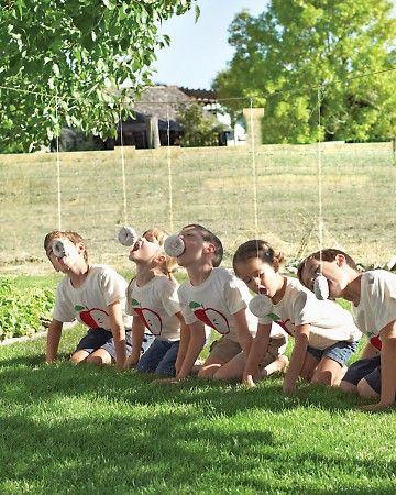Campingspel van Martha Stewart tijdens haar familiereünie - Deze campingspellen pin repinnen we om jou te inspireren voor je vakantie!