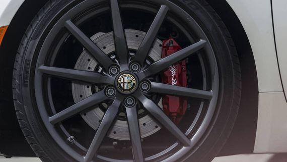 Элементы дизайна Alfa Romeo 4C Spider 2016 / Альфа Ромео 4С Спайдер 2016 – колесные диски