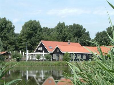 Pannenkoekenhuis Oosterpark te Ridderkerk; voor ambachtelijk gebakken pannenkoeken naar oud Hollands recept.