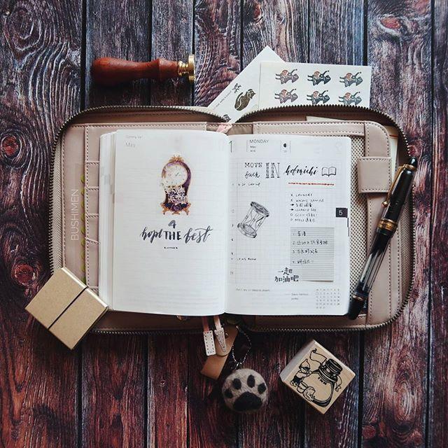 时隔一年,还是回到Hobonichi😍  ps 我微博被盗了😭  .  .  .  #planner #planneraddict #plannerlove #plannercommunity #hobonichi #hobonichitecho #ほぼ日手帳 #手帐 #手帳 #fountainpenlove #fountainpen #pilotcustom823 #ftp #penlove #penaddict #penworld #waxseal #classiky #仓敷意匠 #minä #washitape #bulletjournal #bujo #dailywriting #bujojunkies