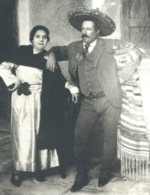 best personajes de historia images mexican  agustin villa cordova the grandson of pancho villa along his son francisco villa garcia presented a photo exhibition sunday in el paso texas