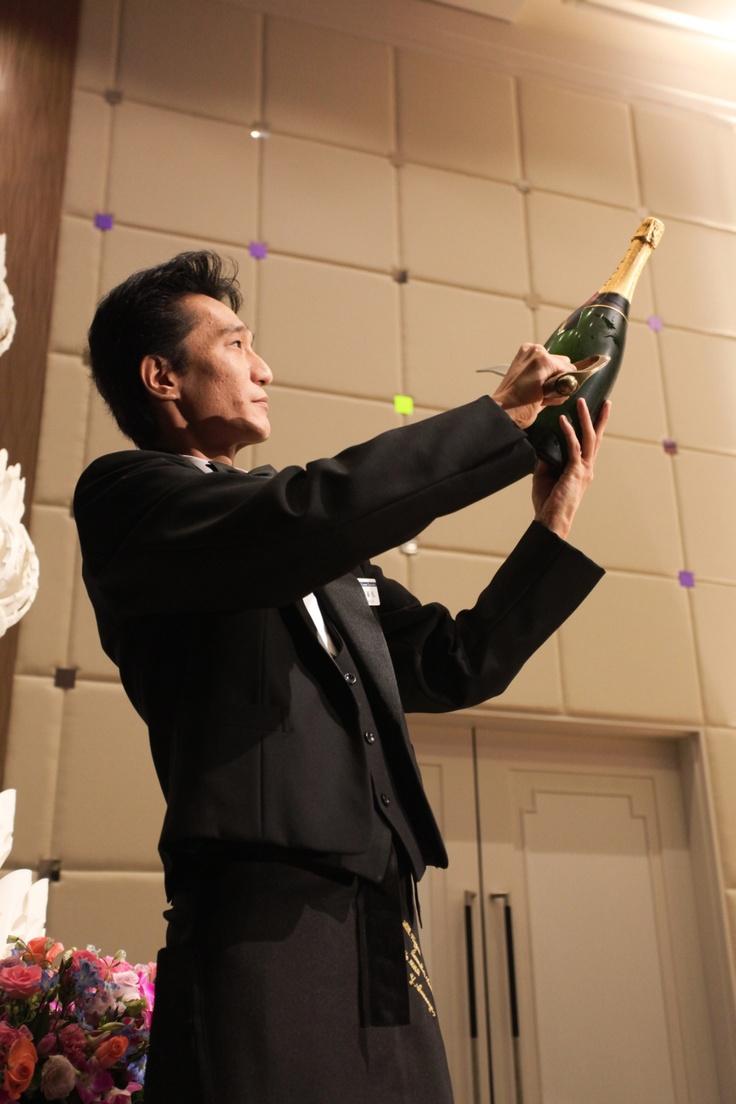 シャンパンサーベルで乾杯