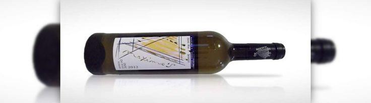 Maximo'S 2012 branco – O primeiro vinho vegan português.  É 100% vegan porque não possui qualquer vestígio animal e é produzido a partir de uma vinha biológica, utilizando todas as técnicas necessárias, como por exemplo, uma filtragem exclusivamente mineral que lhe permite o título e o lugar no mercado de produtos vegan.  #Portugal #Vinho #Vegan
