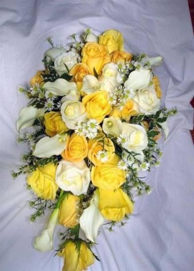 Цветов туле, желтый букет невесты каскадный из розы