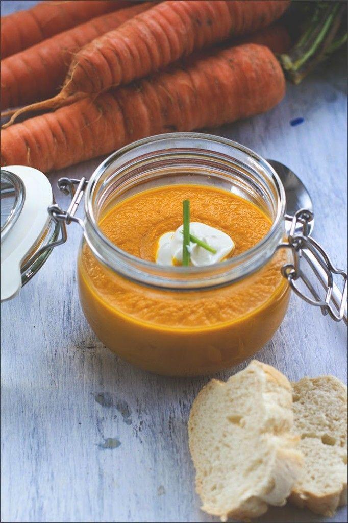 Möhrensuppe / Karottensuppe mit gerösteten Möhren, Karottensaft und Ingwer von moeyskitchen.com