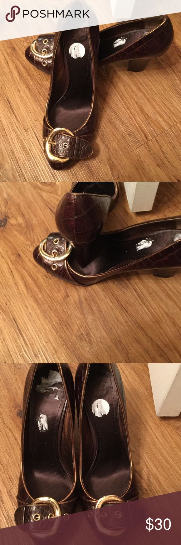 Studio 9 Ladies Shoes Leather Chocolate Brown Croc with gold buckle shoes were purchase at DSW they are like new with thick chunky heel so they are very comfortable!!! Studio 9 Shoes Heels