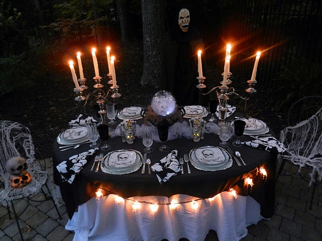 decoration 28 awesome outdoor halloween party ideas cool outdoor halloween party idea with charming dining table decoration balck tablecloth along with - Halloween Table Setting