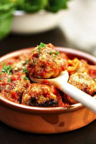 Frikkadelle in tamatiesous | SARIE | Meatballs in tomato sauce #italian