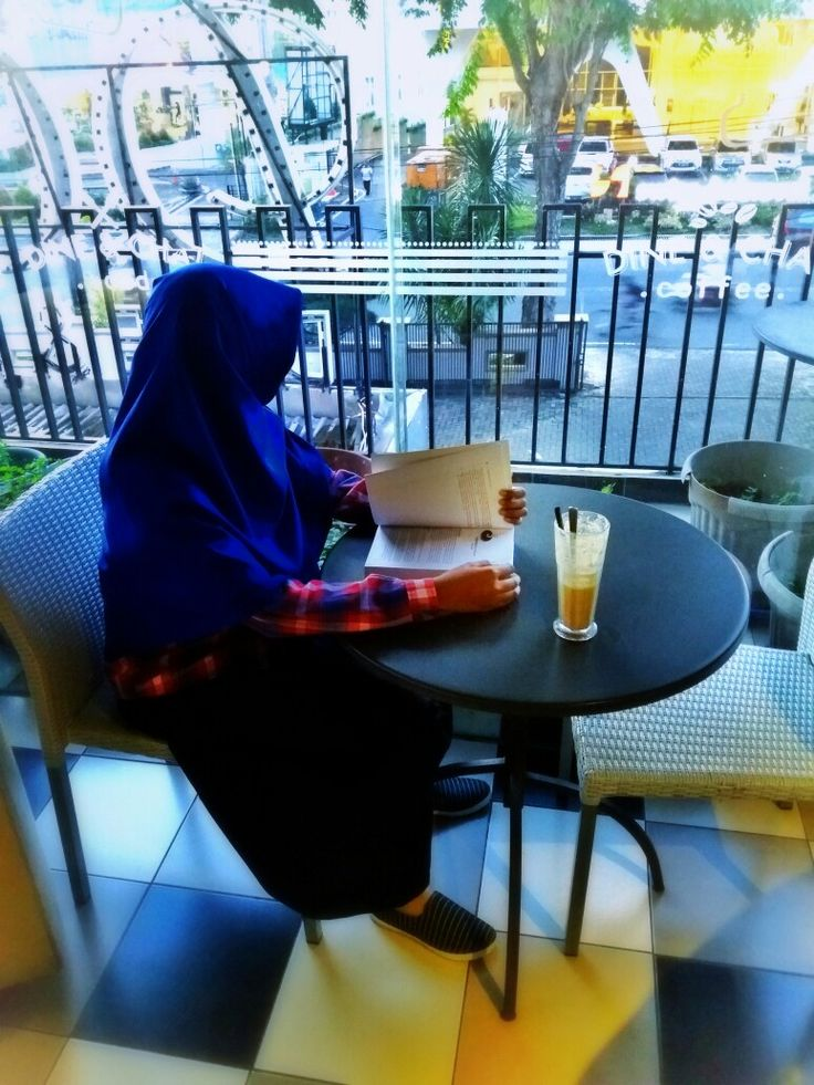 Hijaby girl hang out