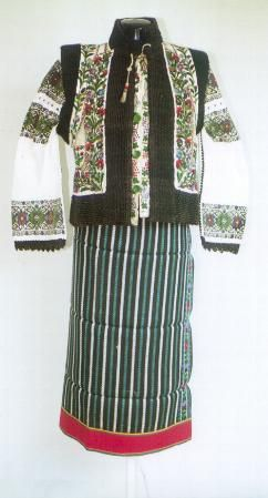 Women's costume from county of Suceava, Rădăuţi, Moldavia