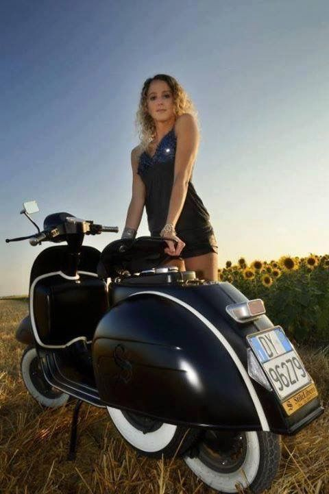 1000 images about girls on scooters on pinterest vespa for Garage scooter nice