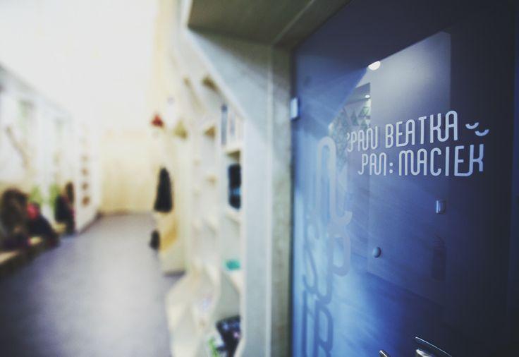 Dom Kultury INSPIRO - identyfikacja wizualna   drzwi do biura :)