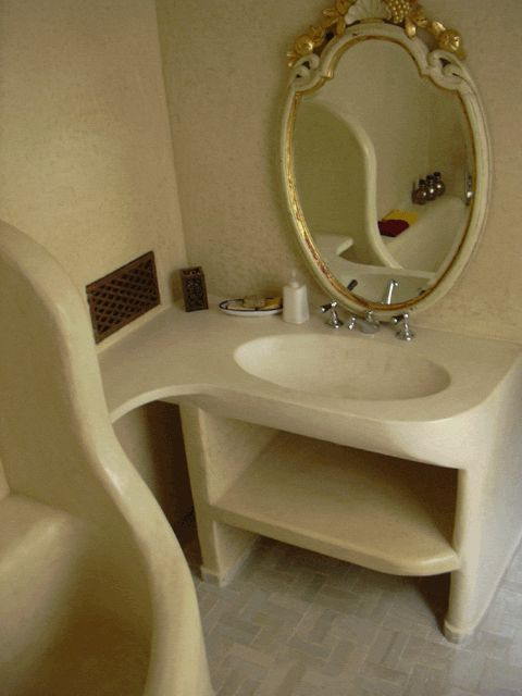 TADELAKT in bagno. I love the design of this. Very clean and beautiful... Does this look miniature to anyone else?