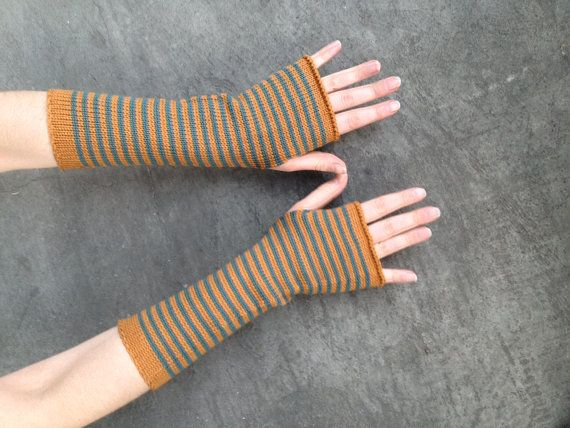 lovely striped armwarmers! Soft merino wool! #handmade #etsy by Delirium Kredens