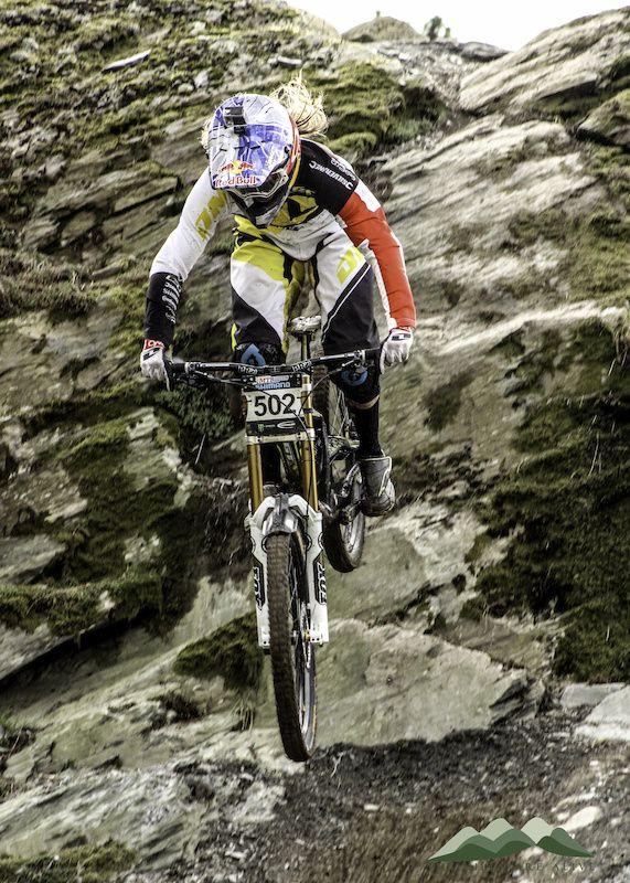 Photo of Rachel Atherton in Antur Stiniog Frist round of the 2014 British Downhill Series.