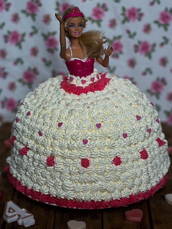 Tort Barbie na urodziny dla dziewczynki