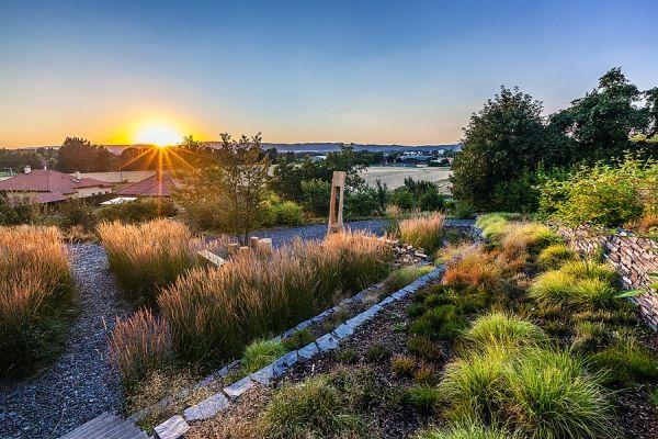 #atelier-partero #zahrada-roku #grassy-garden #slate
