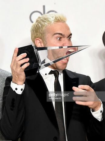 What the hell  can we all please look at his mouth through the glass