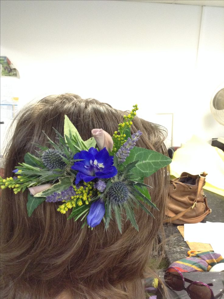 Stunning hairpieces #weddings #flowers #hairpieces