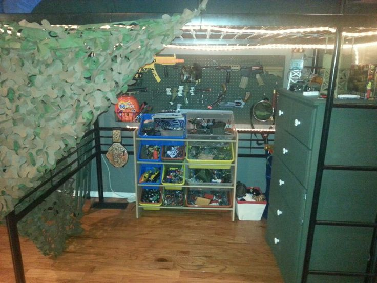 Loft bed military army men theme boys room toy gun for Army themed bedroom ideas