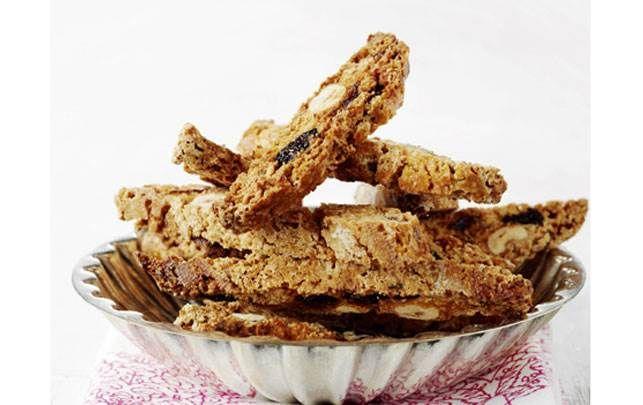 Bag biscotti med tørrede bær
