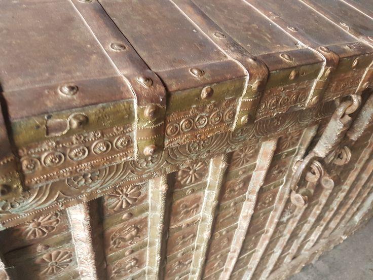 nagy méretű antik indiai utazó láda eladó
