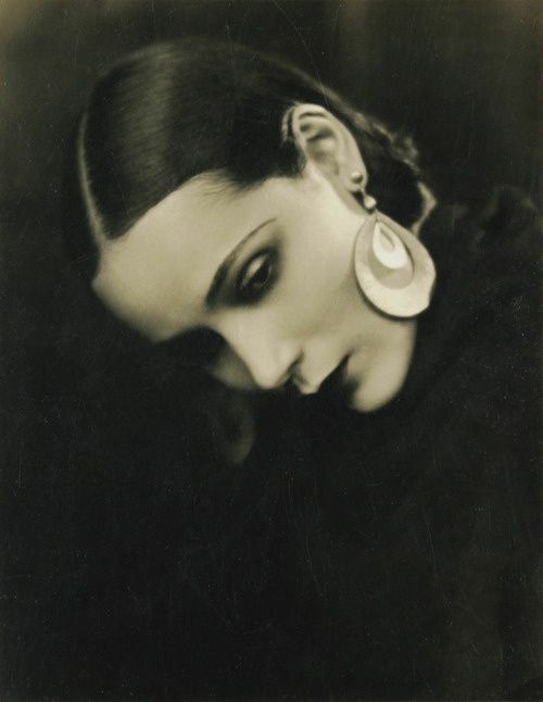 Mexican born actress Dolores Del Rio (1905-1983), was considered one of the most beautiful women of her time and a kind of female version of Rudolph Valentino in silent films.