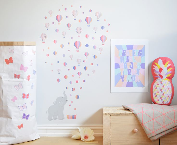 Navneplakat, wallstickers og pute fra Jubel - www.jubelshop.no Nameposter, pillow, kids design, room, Elephant, pineapple, butterflies, sommerfugl, elefant,